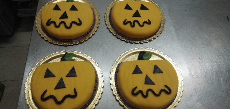Come fare una torta per Halloween e perchè si usano le zucche. Pasticceria Melendugno Lecce