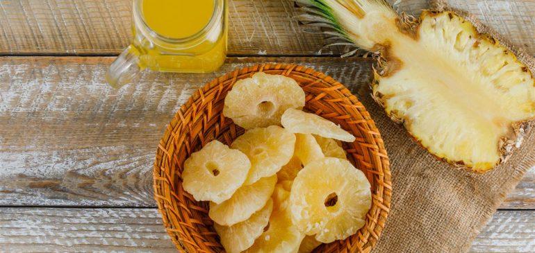 Con l'ananas, frutto tropicale, puoi scoprire la nostra torta mimosa
